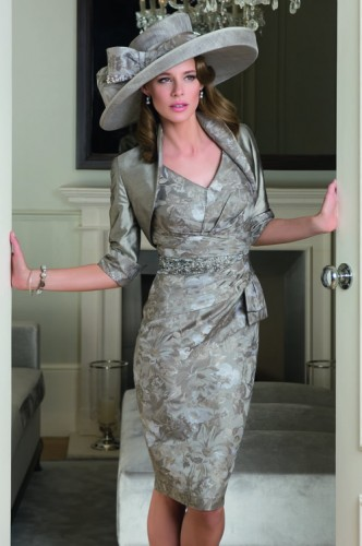 Taking Suitable Attire Or Outfit Mother Of The Bride Dresses Should As Importance Choosing Her Own Wedding Gown From Type Neckline