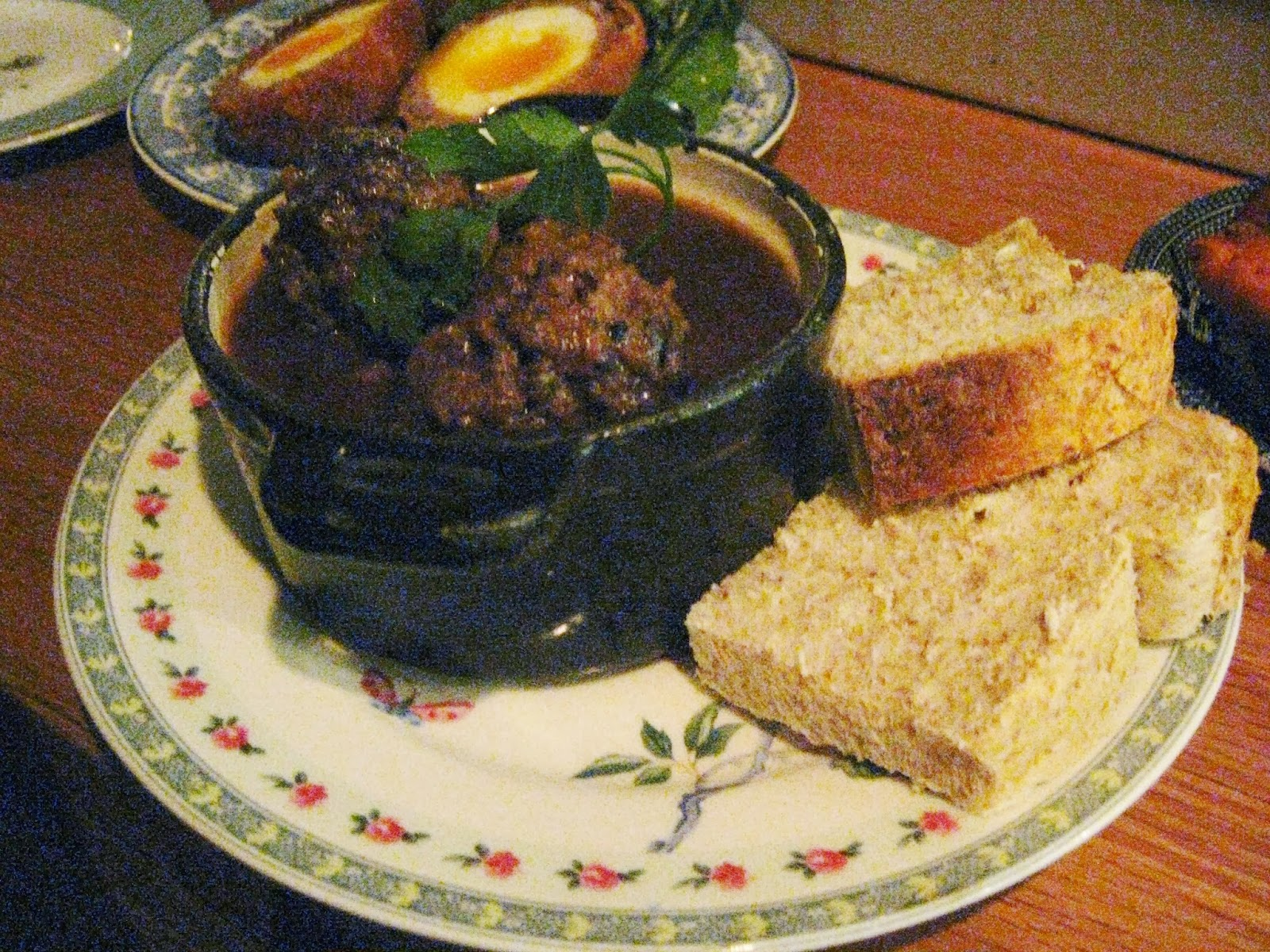 Lamb meatballs with gravy and crusty bread