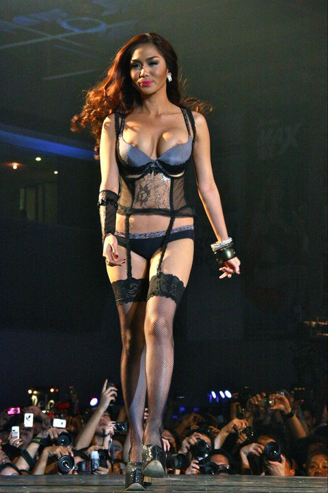 jazhiel manabat nipple slip at fhm 2011 sexiest women victory party
