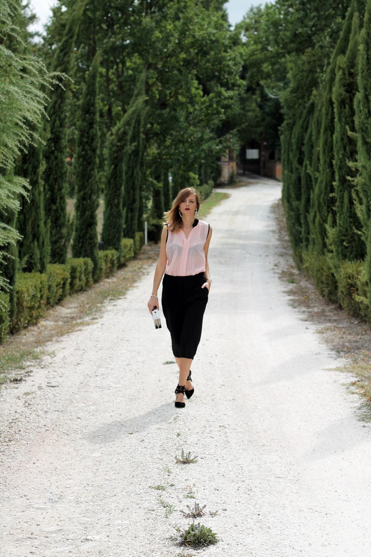 streetstyle-black-culottes-pink-transparent-blouse-dresslink