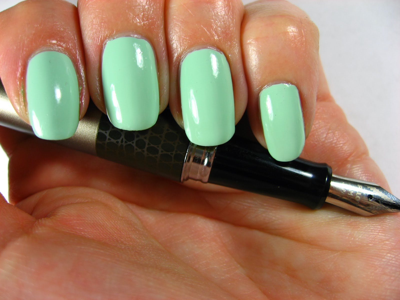 Essie Mint Candy Apple & Pilot Metropolitan (Lizard print and gunmetal)