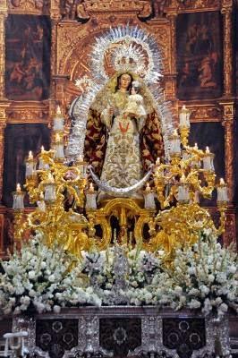 tres procesiones de gloria en sevilla hoy 12 de octubre