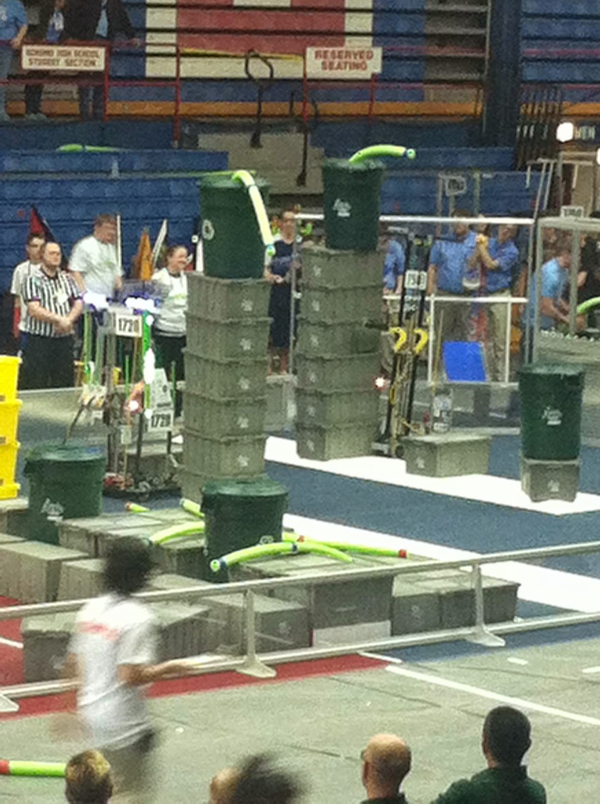 Recycle Rush 1720 stacking a six stack 2015