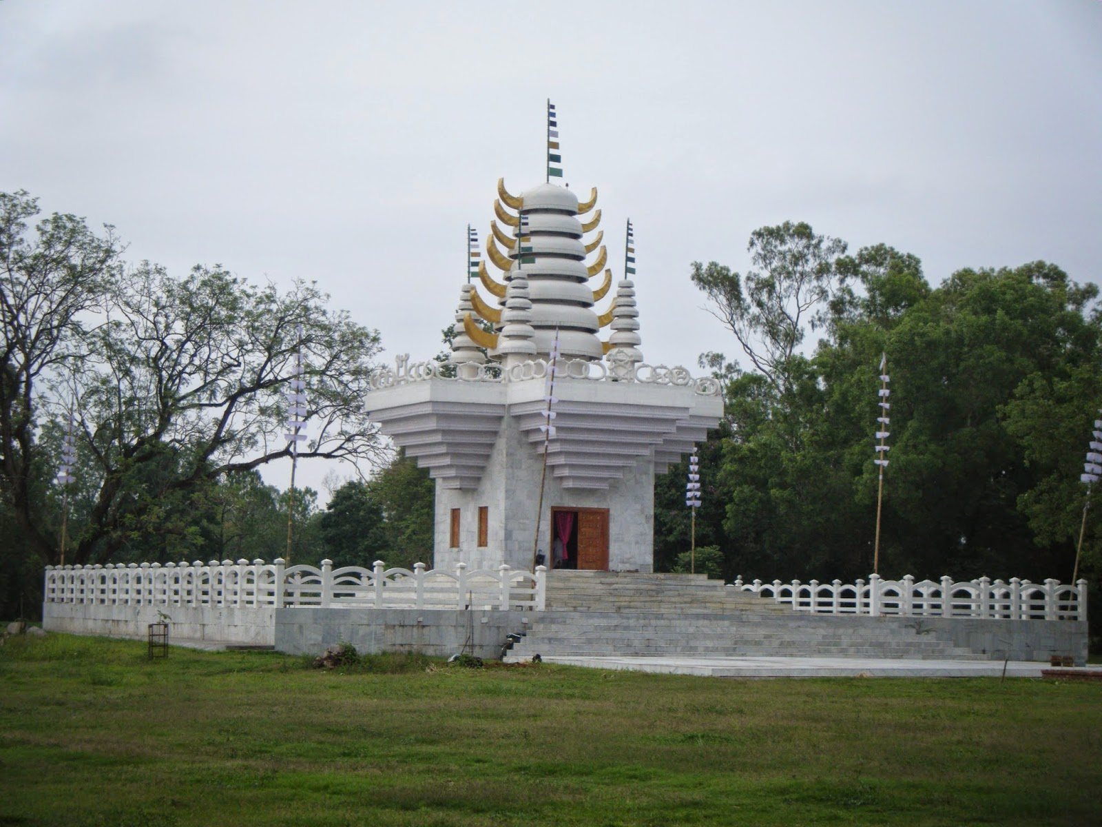 meetaitemple in kangla in imphal