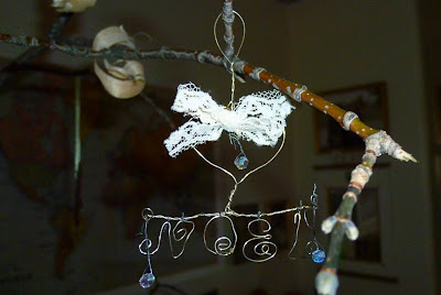 http://teodeco.blogspot.com/2011/12/metal-thread-and-wood-draht-und-holz.html