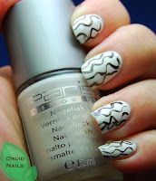 http://druidnails.blogspot.nl/2013/10/33dc2013-day-12-based-on-pattern-in.html