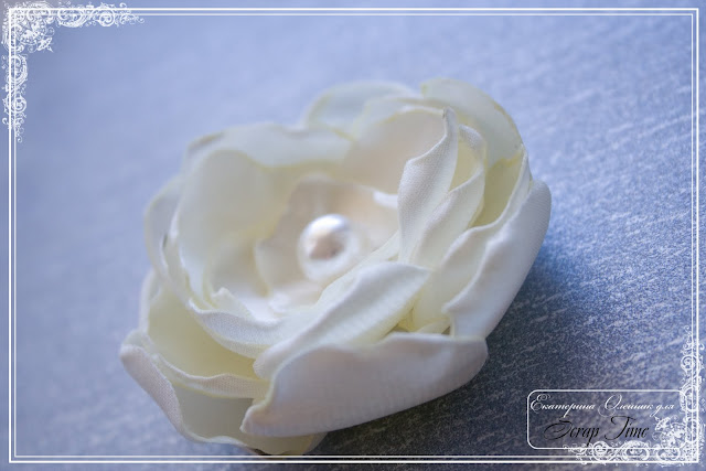 Цветок из атласа