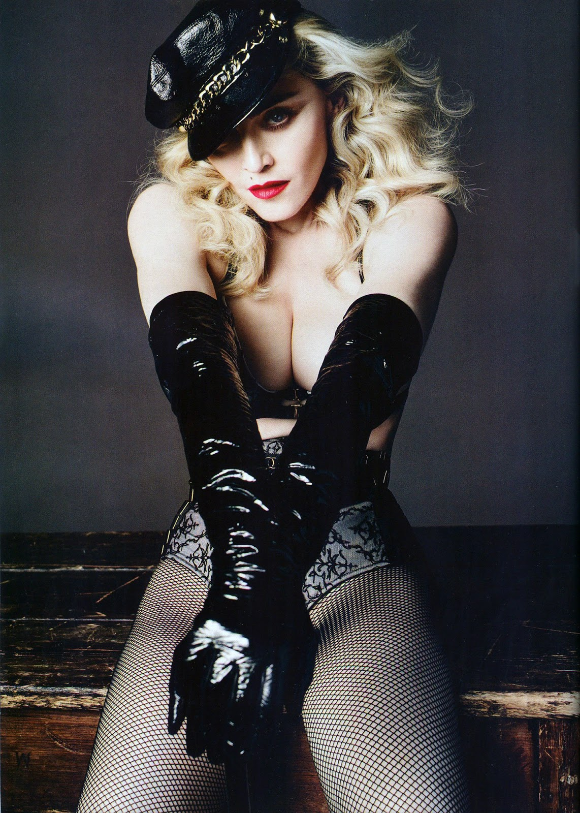 http://1.bp.blogspot.com/-7FmIdT_UGjM/U4yS1O-fT-I/AAAAAAAAXBw/2OnjNj5rHqk/s1600/Luomo_Vogue_Italia_Mayo_Junio_009.jpg