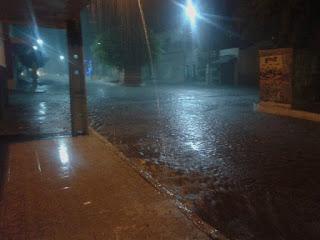 Chove forte por mais de uma hora em todo o município de São Vicente do Seridó