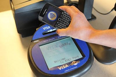 BlackBerry fue el primer smartphone que fue aprobado para realizar pagos móviles con MasterCard, por lo que lanzaron recientemente PayPass como su kit de herramientas para desarrolladores con soporte para OS 7. El kit de herramientas proporciona bibliotecas, guías explicativas y aplicaciones para ayudar a las empresas que deseen desarrollar su propia aplicación con pago móvil. En lugar de construir una aplicación desde cero, MasterCard ha creado un SDK para dispositivos con BlackBerry 7 que puede soportar el pago con PayPass de Tap-and-Go con tecnología NFC. Implementar aplicaciones para hacer pagos desde el smartphone a través de miles de terminales