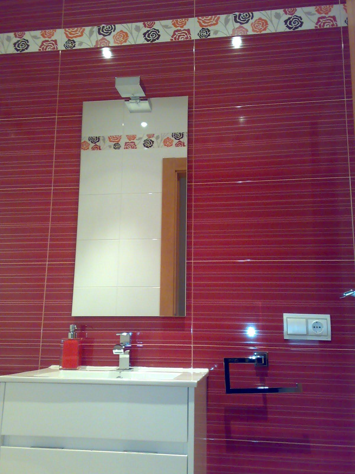 Azulejos Para Baño Rojo:BAÑO: Azulejos de gran formato en blanco todo el baño, en verde el