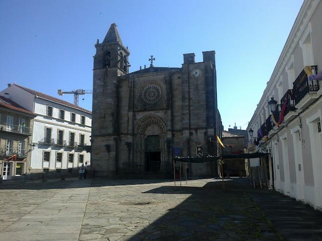 Iglesia de San Martiño, plaza del tapal, noia