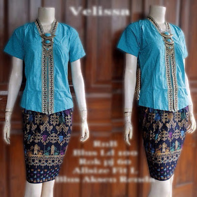 model-kebaya-rok-batik-prada-Velisa-biru