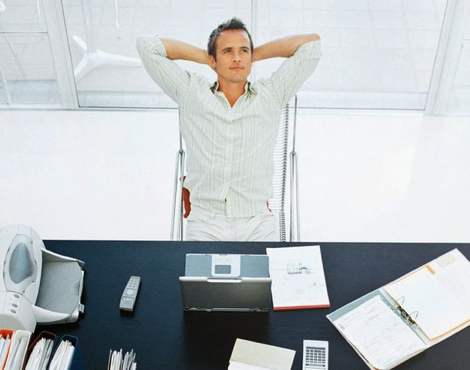 Advantages and Disadvantages of Being Employed Rather Than Self-Employed