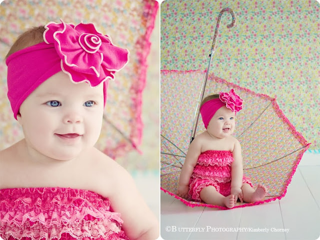 Photographe bébé fille avec yeux bleu