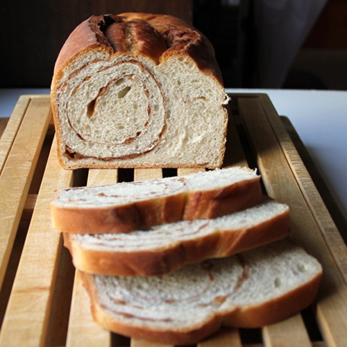 Cookistry: Cinnamon Swirl Cereal Bread