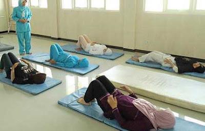 gerakan sederhana senam ibu hamil untuk memperlancar persalinan