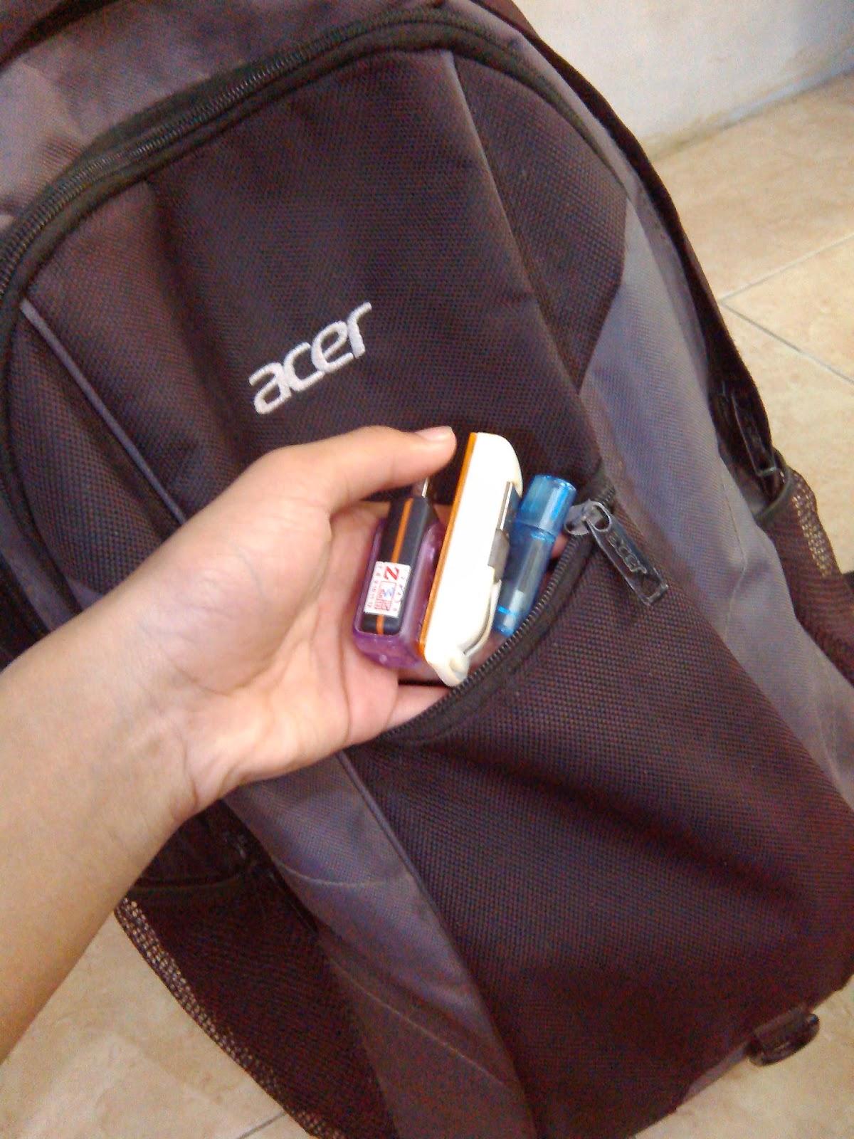 Tempat Flashdisk, Card Reader, Modem USB, dan Earphone Ukuran Kecil