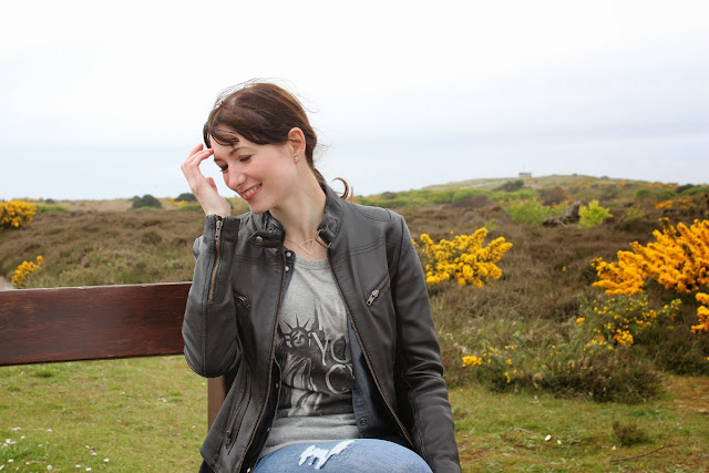 girl-on-the-bench, windy-seaside, at-the-seaside