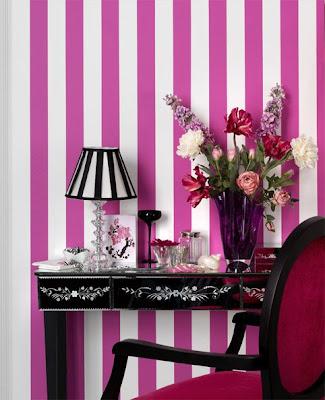 papel de parede de listras rosa e branca