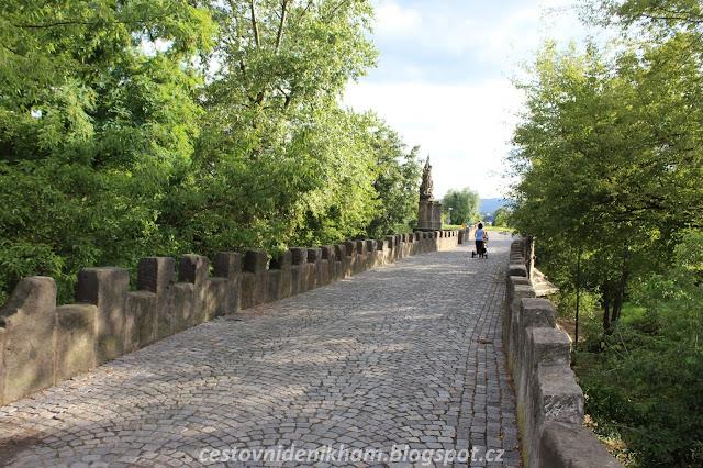 Staroměstský kamenný most // a stone bridge