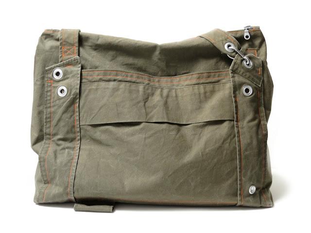 Tasche aus einem Zelt der Bundeswehr