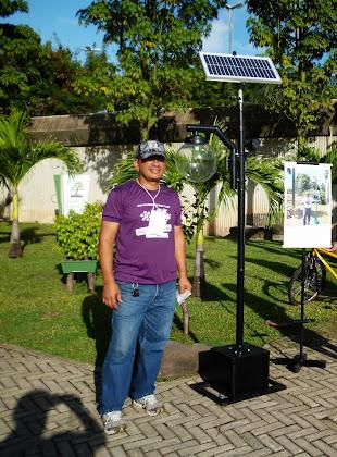 Valdeck Lima e o Poste Ecológico Solar no Espaço Ciência de Pernambuco