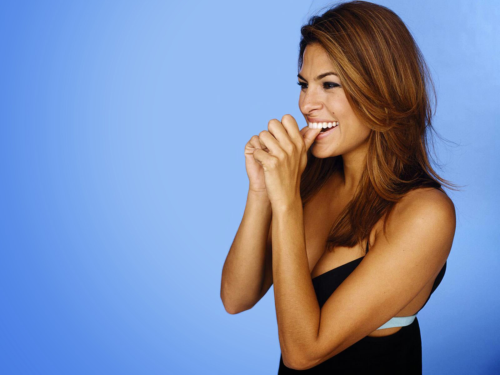 Eva mendes beautiful pose wallpaper