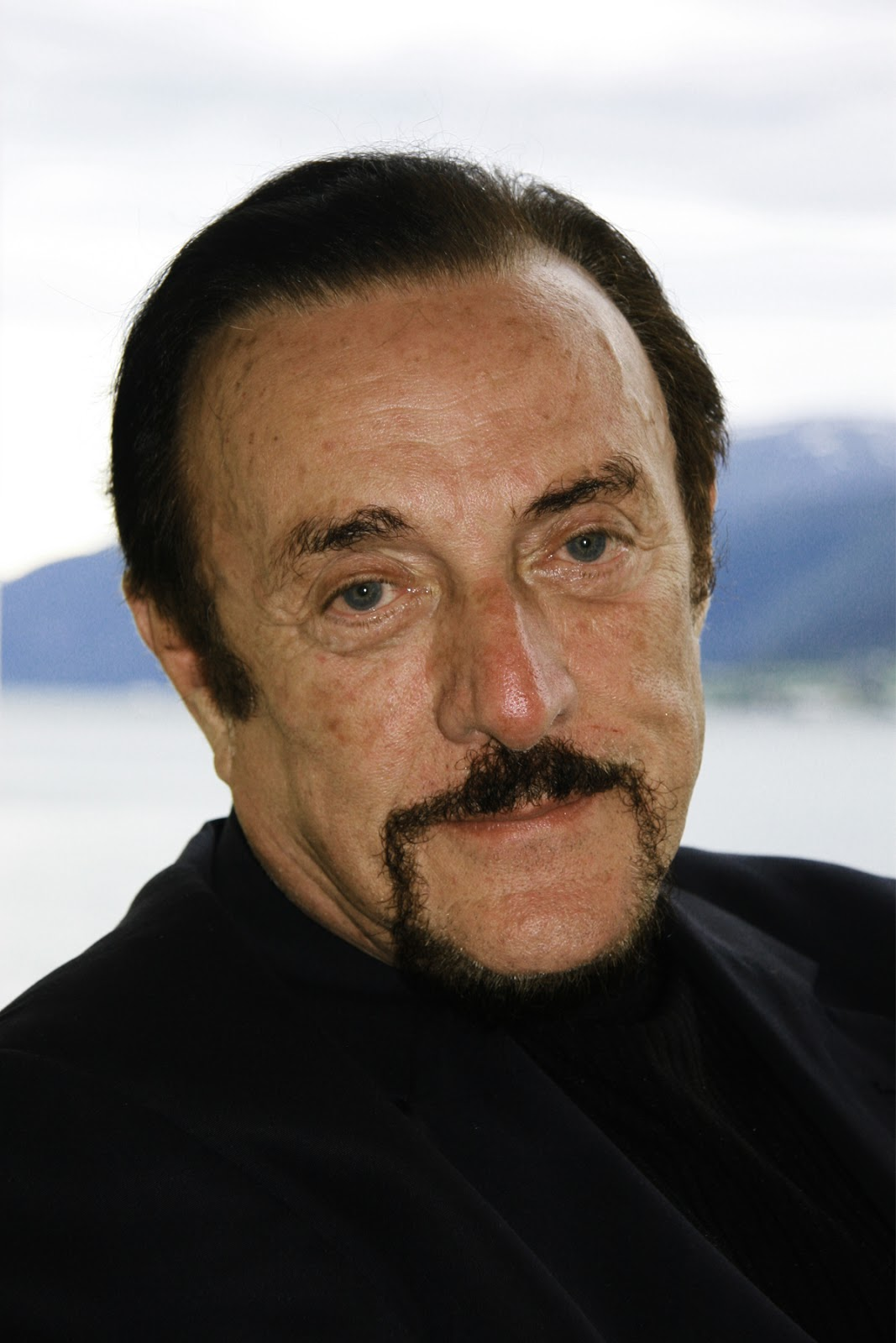 what did stanley milgram philip zimbardo and solomon asch learn about human behavior