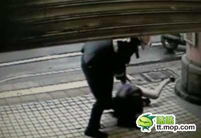Polisi Smackdown Cewek Seksi Pramuniaga Toko http://www.opoae.com/2013/02/wanita-ini-di-smacdown-polisi-karena.html