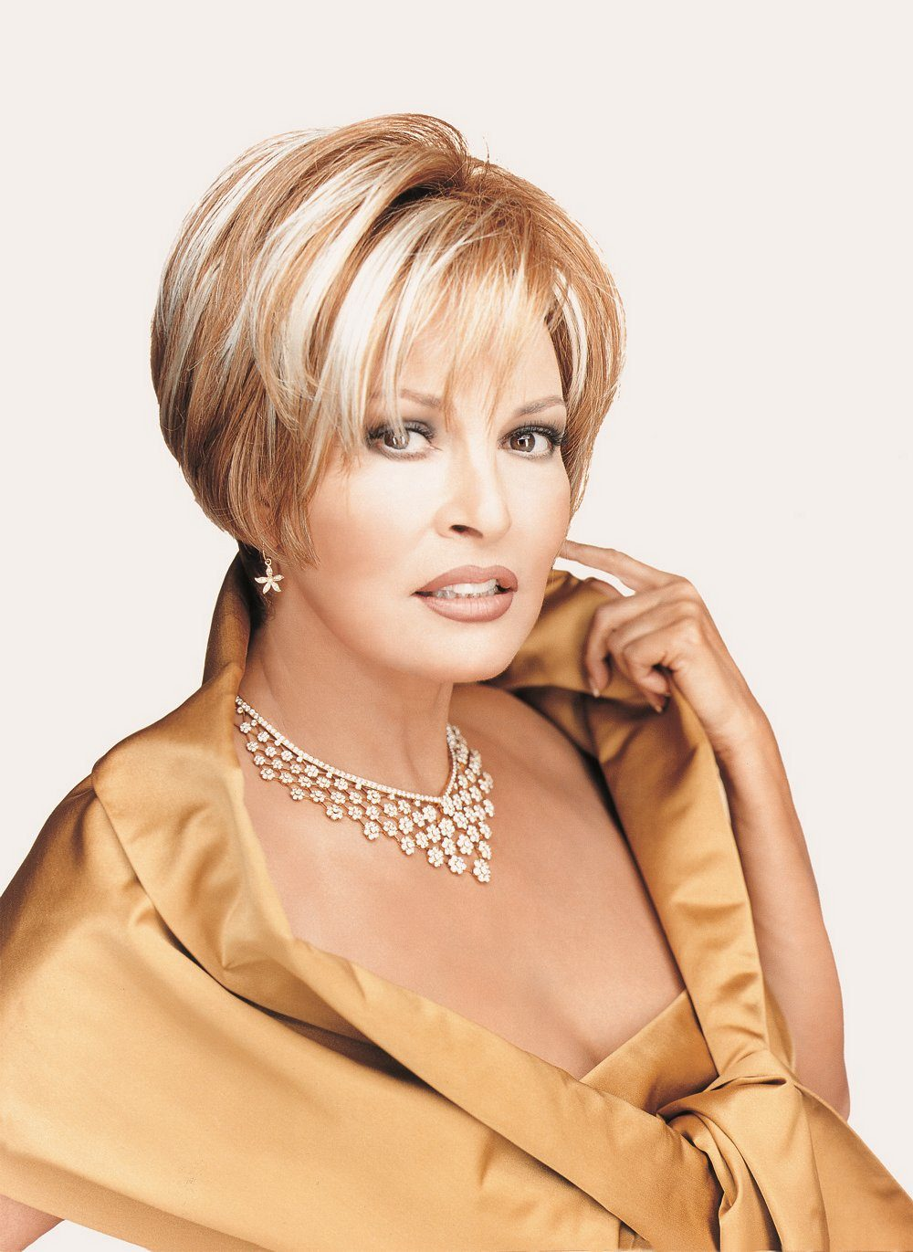 Raquel Welch (USA) | Hot and Beautiful Women of the World Sabrina The Teenage Witch