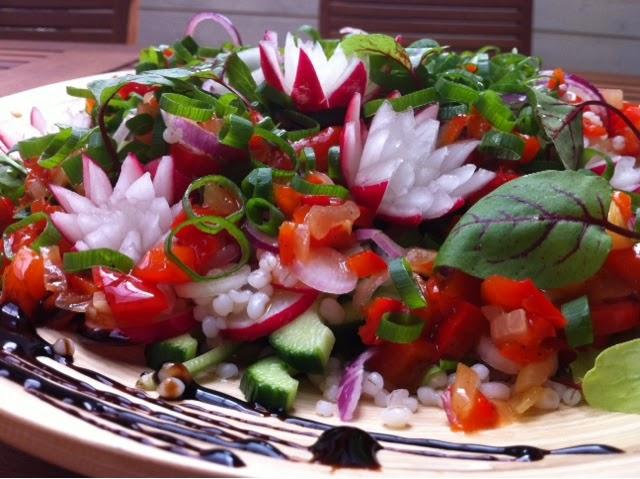 Kasvis-salaatti