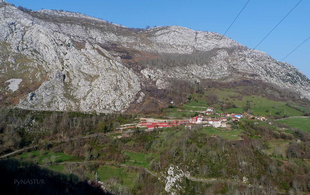 Vista de Cazo desde el Pueblo de Ambingue - Asturias