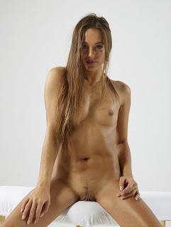 Nude Selfie - rs-DominikaCLabialized_2013-03-11_013xxxxxl-763575.jpg