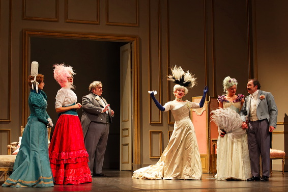 http://www.comedie-francaise.fr/spectacle-comedie-francaise.php?spid=1418&id=517