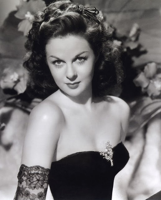 Susan Hayward #1940s #fashion #black #lace #40s