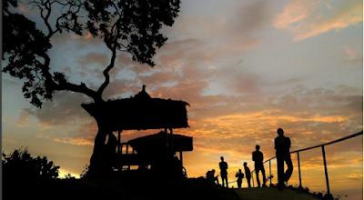 Menikmati sunset di puncak bukit Green Village Gedangsari Gunungkidul