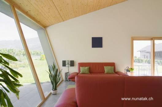 Vista interior de la casa contemporánea de Suiza