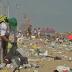 Praia da festa da virada em Fortaleza acumula 80 toneladas de lixo