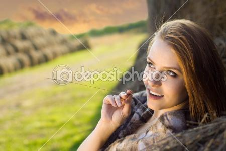 Young-beauty-woman-daydreaming - هذا هو حلمي ....... فهل هو كثير