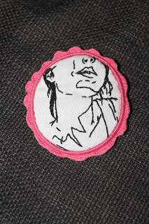 broche camafeo ganchillo bordado
