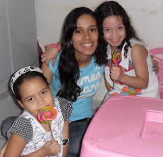 Tia Alyne e suas alunas