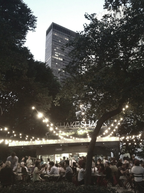 places to eat in new york, madison park, shake shack, outdoor eating