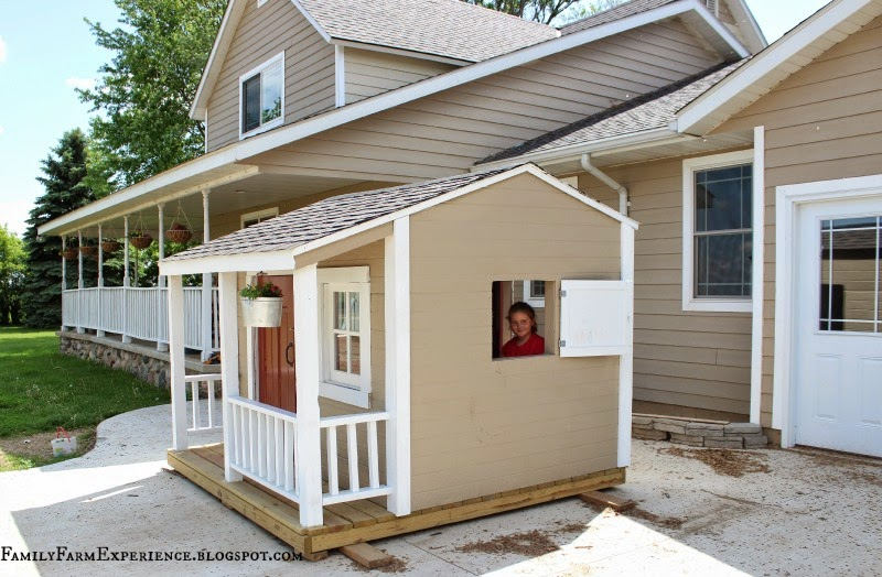 Family farm experience diy how to build you own playhouse for Cool things to build with 2x4s