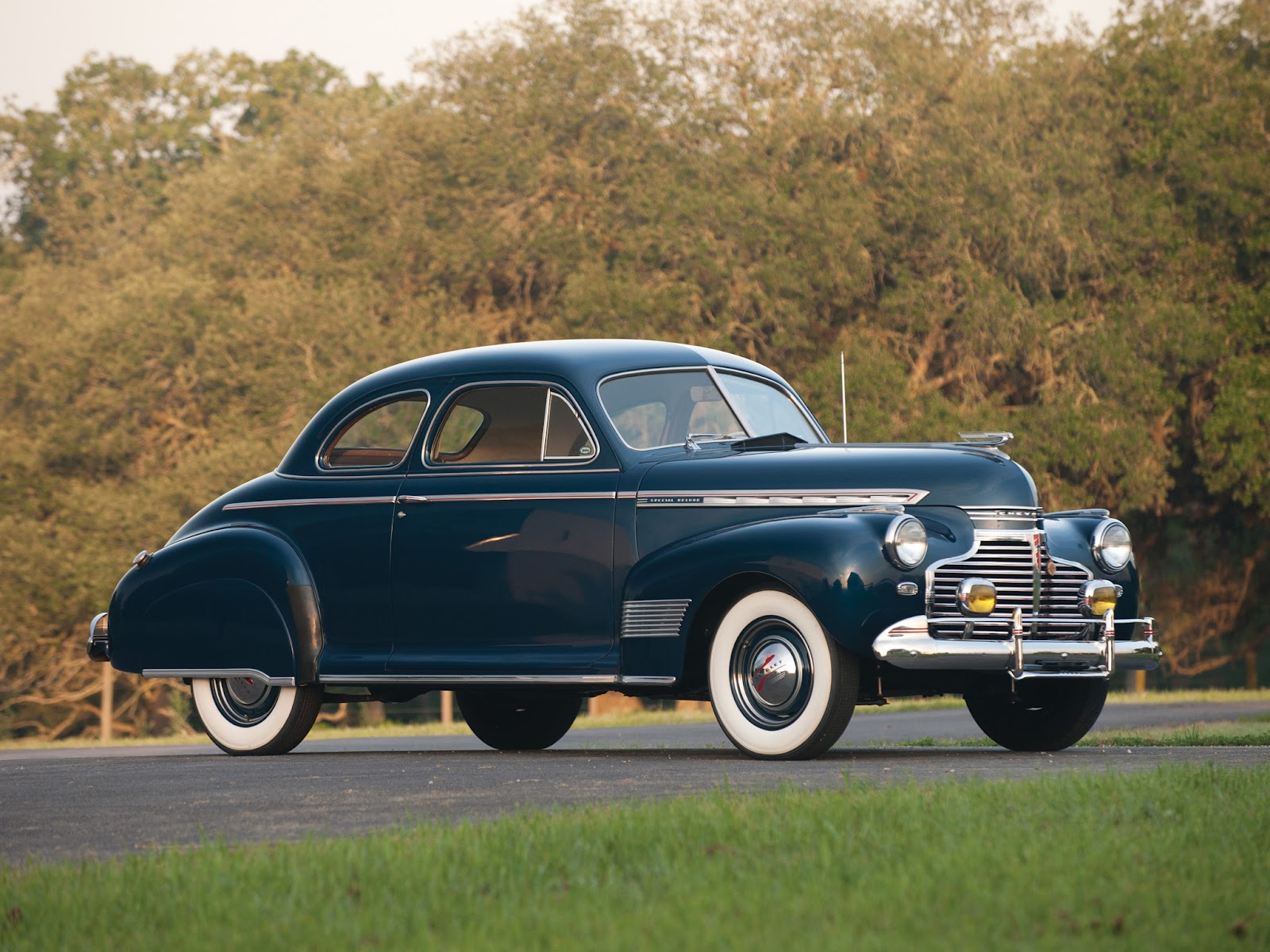 Retro Cars Chevrolet Special Deluxe Coupe 1941