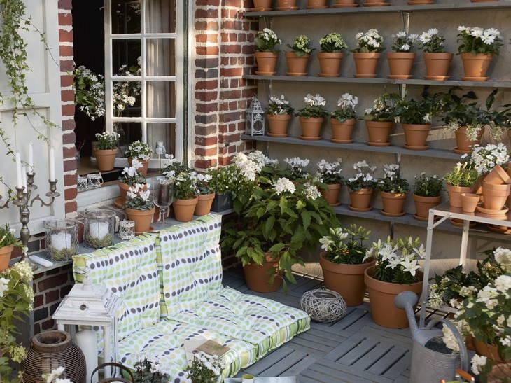 Atelier rue verte le blog osez la couleur sur vos terrasses - Comment disposer des pots sur une terrasse ...