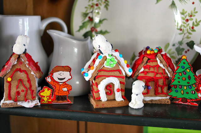Snoopy doghouse gingerbread houses-www.goldenboysandme.com
