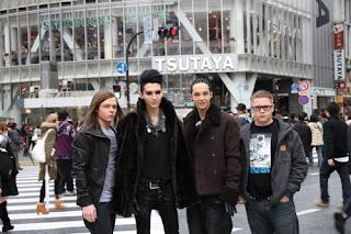 Nueva foto de Tokio Hotel en Japón! A45f4d2aa72e60ecfab0cdd26ecee464