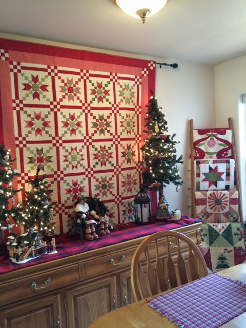 Cozy little quilts decorating for christmas for Dining room quilter