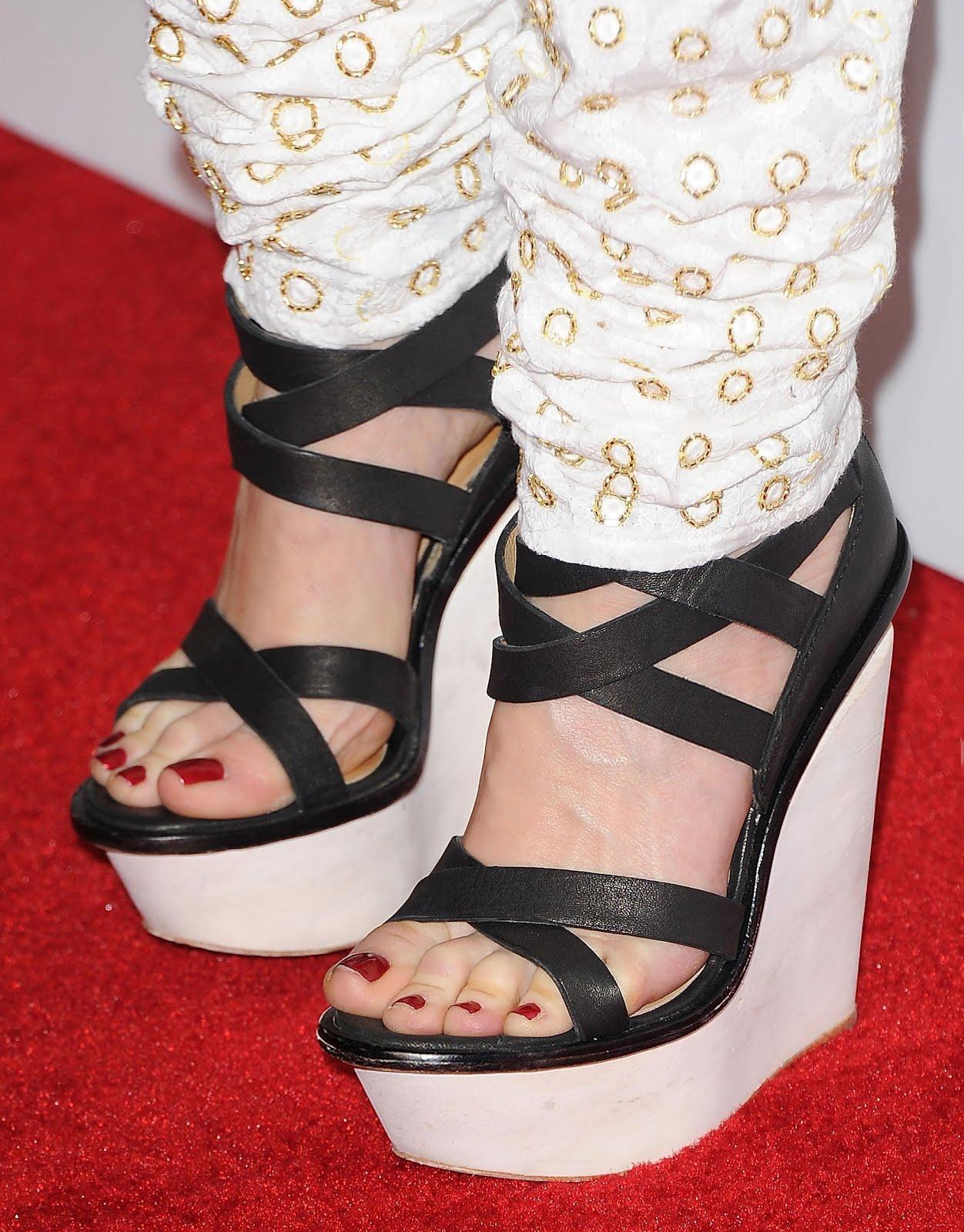 http://1.bp.blogspot.com/-7LUcN0Rl3T4/UBUcLom3v2I/AAAAAAAAAA4/rWJ27CrKrxI/s1600/Gwen_Stefani_Feet_Heels_001.jpg